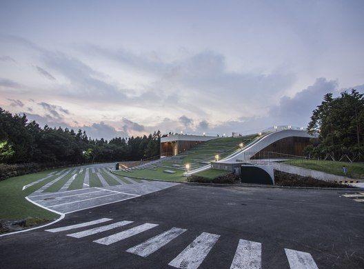 Nueve Puentes «The Forum» / D·Lim Architects
