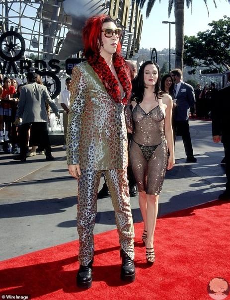 Роуз Макгоуэн вспомнила, как ее осудили за прозрачное платье на MTV Video Music Awards 1998: Меня назвали шлюхой 46-летняя актриса Роуз Макгоуэн вспомнила в недавней беседе с Yahoo