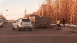 Бетонные плиты упали из грузовика в Пензе