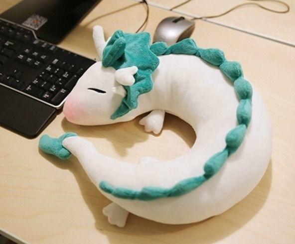 Плюшевый дракоша наелся и спит -