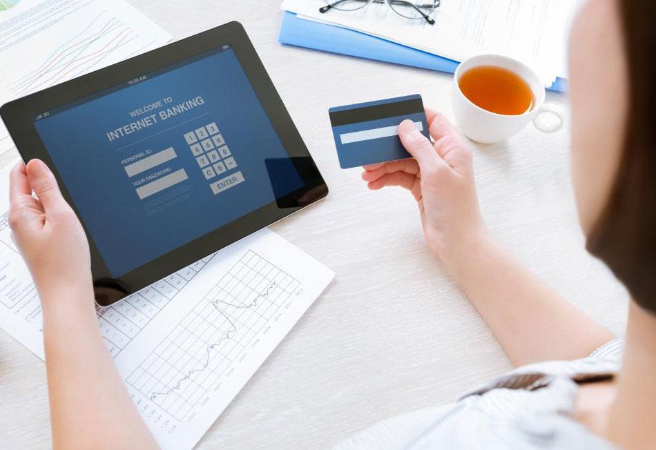Банки, которые проводят транзакции через Интернет, могут предлагать банковские кредиты онлайн.