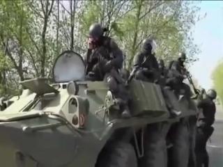 Славянск.24 апреля,2014.Штурм блок-постов ополчения ВСУ.снимает видео местный житель.