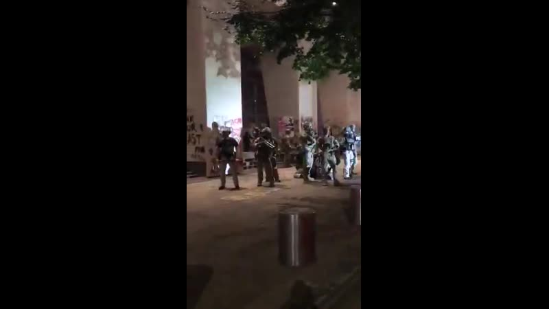 The US military is protecting the Portland federal courthouse under attack tonight by antifa black bloc militants