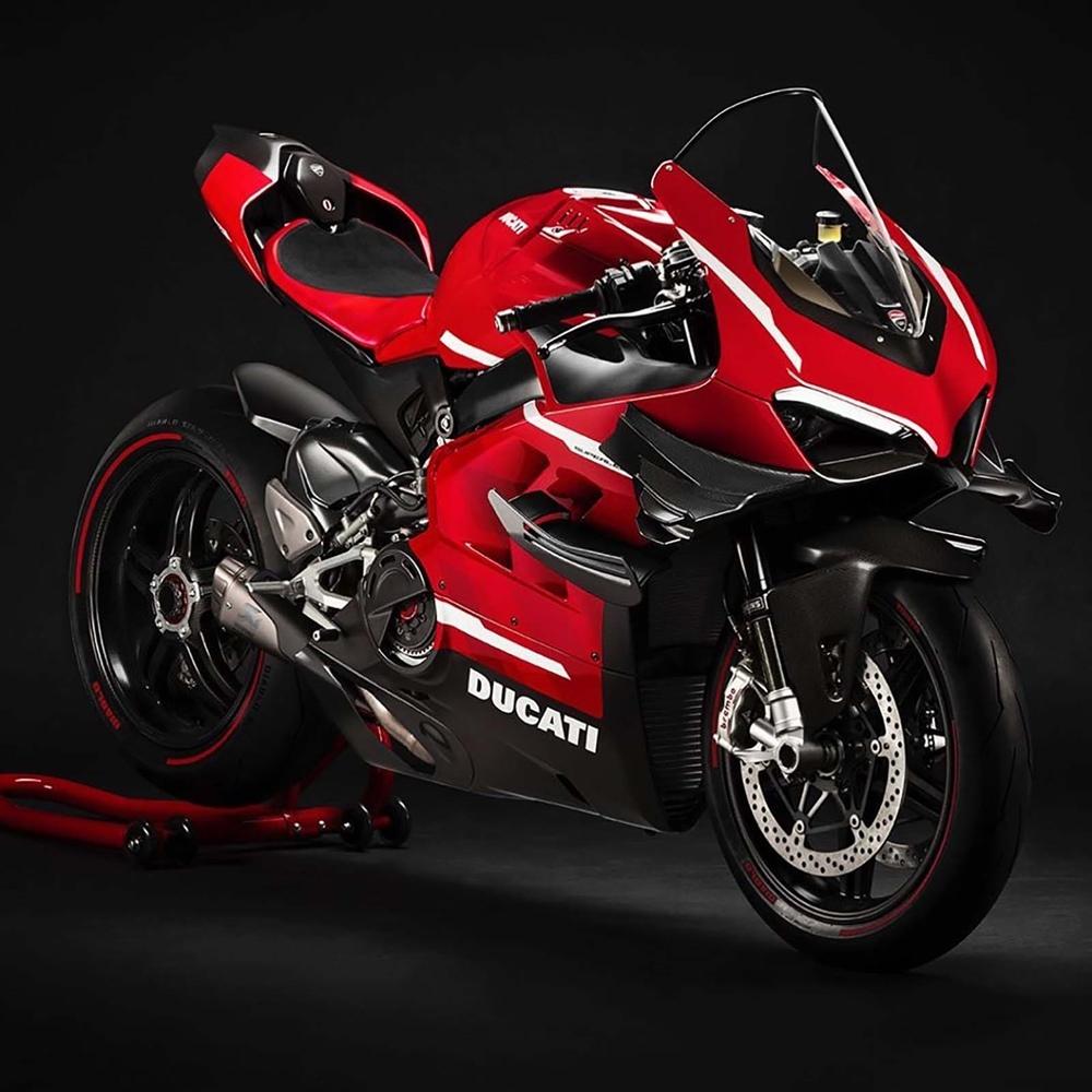 Первые фотографии Ducati Superleggera V4