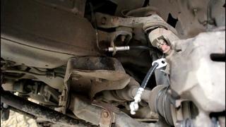 Замена передних тормозных шлангов на Toyota Noah 3S FE Тойота Ноах 1997 года