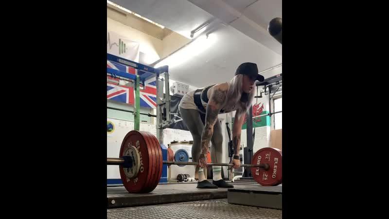 Бетти Бефморе тянет 230 кг на 3