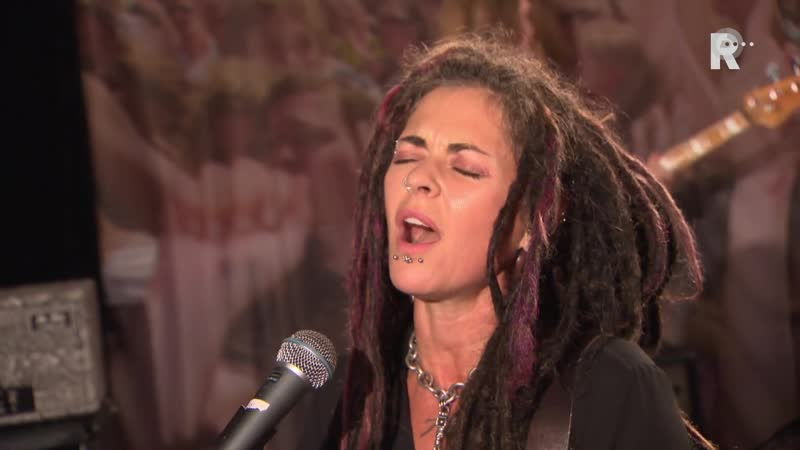 Dilana - Dirty Little Secret (Live uit Lloyd)