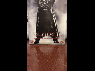 Стрим Обзор дорогущего дестроера вампиров Blade 1/6 от Hot Toys