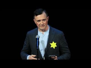 Егор Бероев сравнил вакцинацию с фашизмом и вышел на сцену с желтой звездой