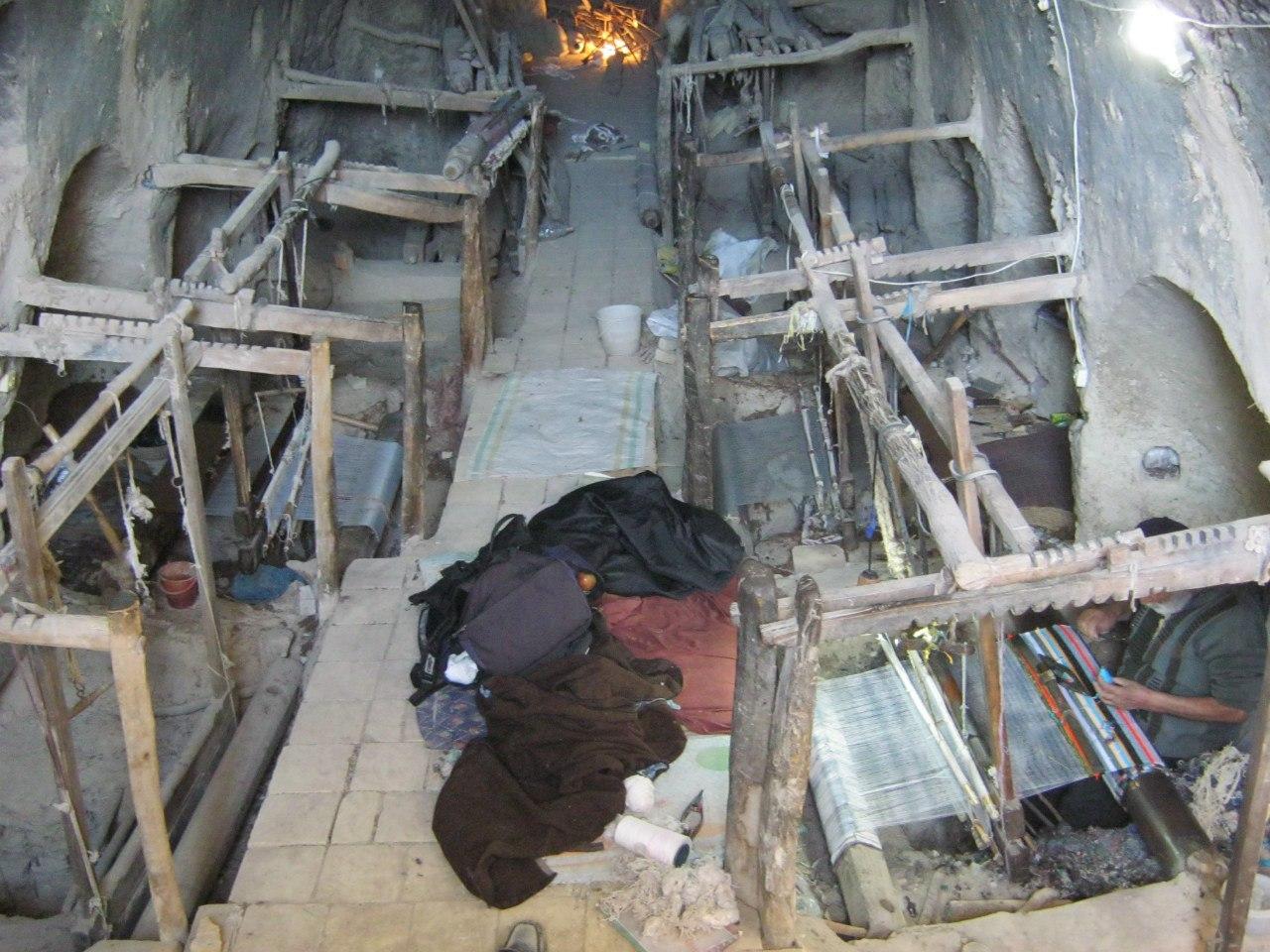 около Исфахана традиционно вручную ткут ковры