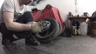 Скоро в  покраску. Демонтаж колёс и других обшарпанных  деталей с HONDA CBR 1100XX.
