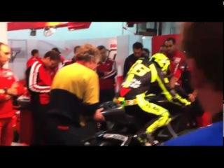 Valentino Rossi meets the Ducati Desmosedici GP11 4
