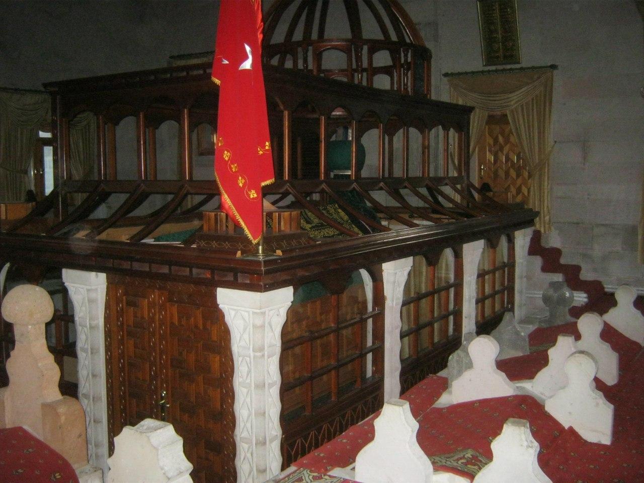 В священной гробнице в Карсе
