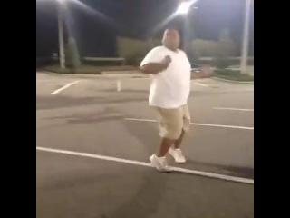 Даже толстый нигер танцует лучше тебя:)))
