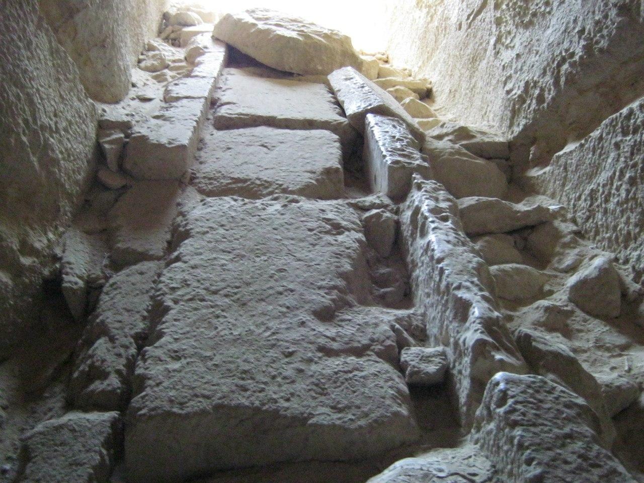 Туннель внутри древнего сооружения Гизы