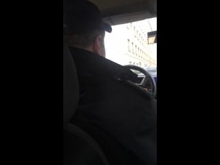 ✔ ОСОБОЕ МНЕНИЕ:   Коренной питерский сотрудник и два казахских студента