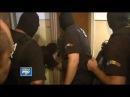 Простенькая дверь внутреннего открывания ушатала отряд полицейских США!