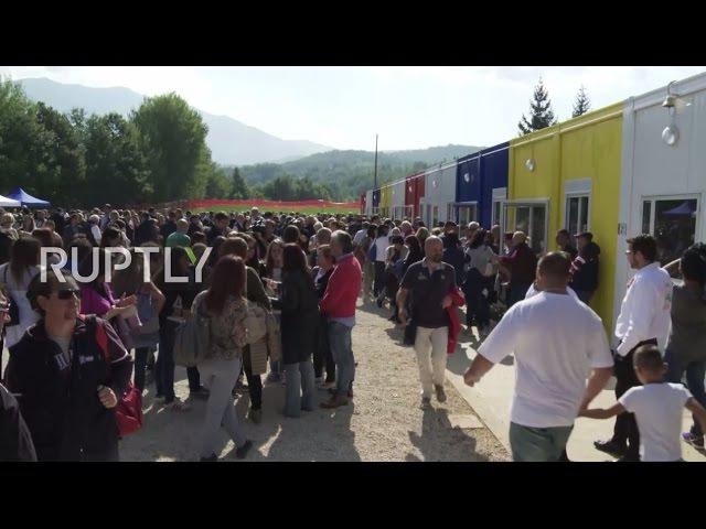 Италия Школа построена из контейнеров открывает для студентов в пострадавших от землетрясения Аматриче