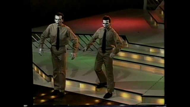 Los Robots Humanos   We are the robots - Kraftwerk (1991, Telemanías, Cba, Argentina)