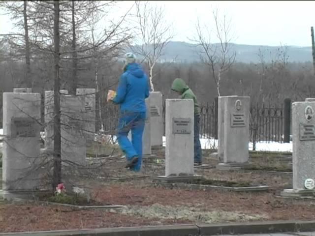 В Охинском районе почтили память жертв Нефтегорской трагедии