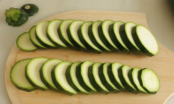 Запеченные кабачки с сыром и миндалем, изображение №2
