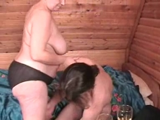 Русская бабушка трахает юного внука на даче, russian old granny dona lady fuck porn sex incest (инцест со зрелыми мамочками 18+)