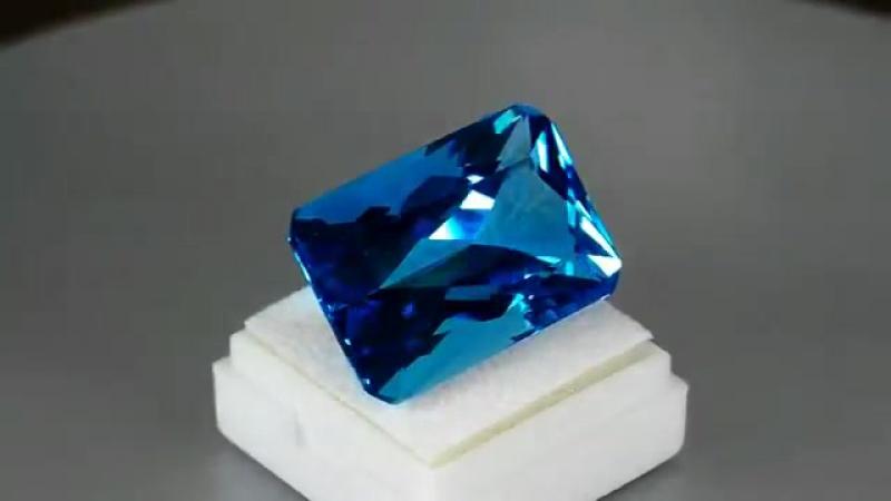 57 68кт MARVELOUS PRECISON EMERALD CUT SWISS BLUE TOPAZ