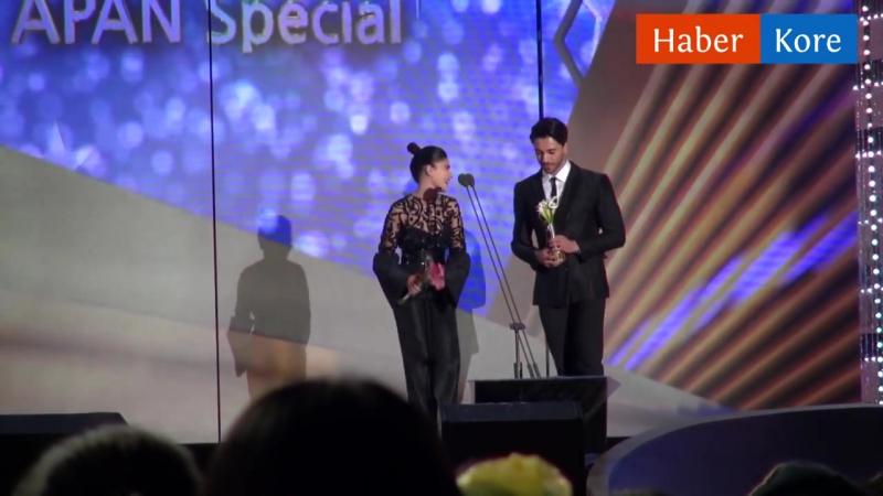 2016 APAN Star Awardstan Zeynep Çamcı ve Gökhan Alkana ödül