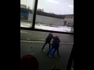 Два пьяных урода избили парня в трамвае заступившегося за пе