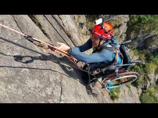 Скалолаз в инвалидной коляске поднялся на вершину Львиной скалы (новости)