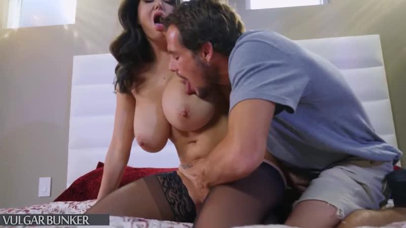 Зрелая дама трахает неопытного студента, mature woman mom sex fuck video busty milk saggy tits old young cum ass (Hot&Horny)