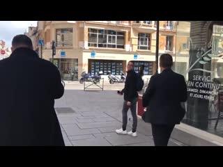 """Президент """"Ренна"""" прогулялся по городу с трофеем Кубка Франции"""