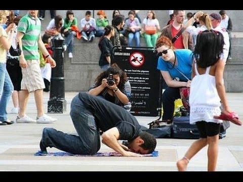 Reaksi Orang orang Barat Melihat Muslim Sholat Di Jalanan