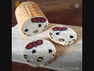 Японская мама печёт хлеб с рисунками