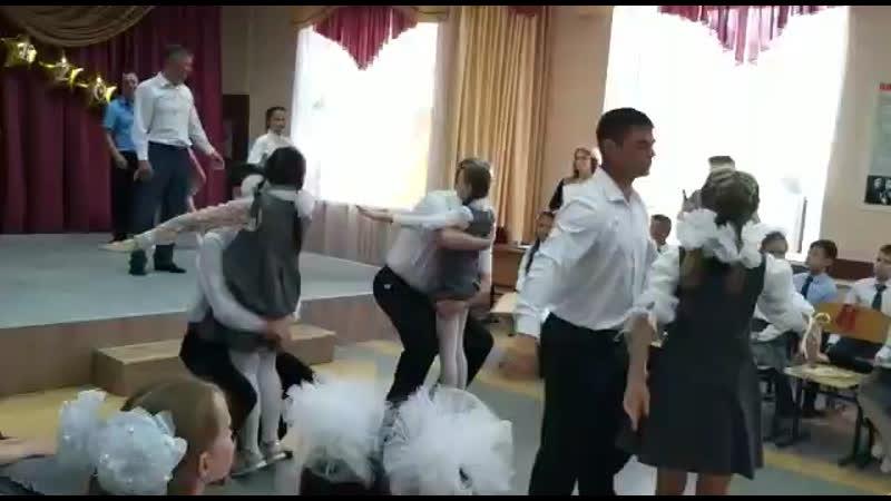 Танец папы с дочкой на выпускном 🎊🎉🎊💃🏼👍👍👍