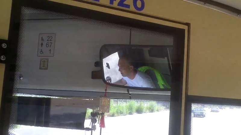 Şofer de troleu pe ruta31, fumează şi vorbeşte la telefon din mers - Curaj.TV