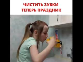 Детский дозатор для пасты в виде миньона