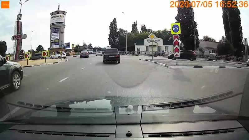 Грязи дрифт перед светофором