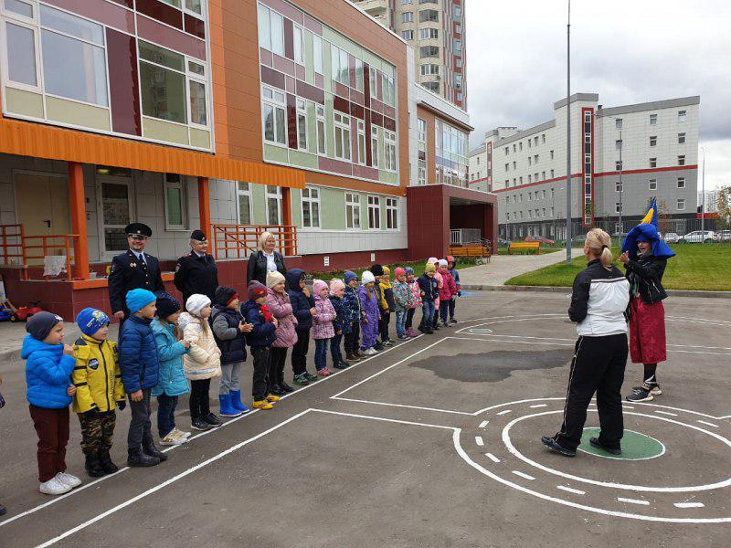 О правилах безопасности рассказали полицейские воспитанникам детского сада в Некрасовке