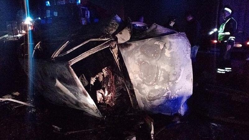 Инспектор ДПС сгорел в девятке с женой и другом семьи