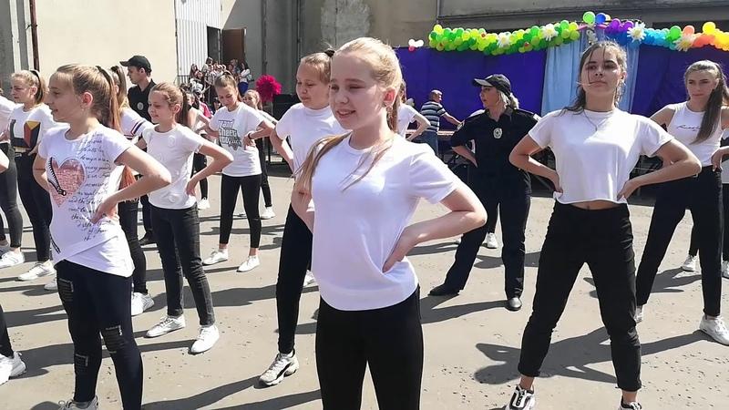 В Червонограді поліцейські затанцювали з дітьми флешмоб