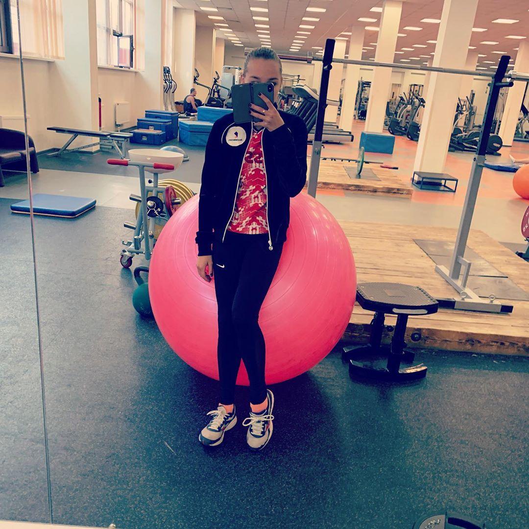 Розовый мяч Новогорска & Индивидуальный чемодан фигуриста - Страница 6 FBZsm2aBydQ