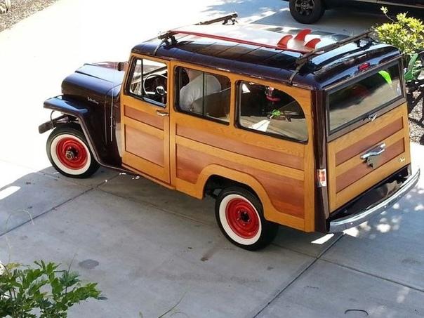 Woody Willys или же «Деревянный Виллис» После окончания Второй Мировой Войны компания Willys Overland посчитала, что глупо было бы оставить проект только для армии. Дизайнер компании Брукс