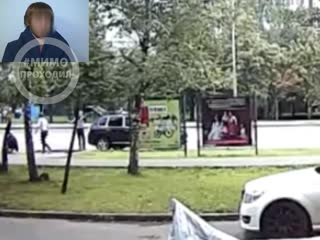 Мужчину избили и затолкали в багажник на глазах полицейских и увезли. Москва