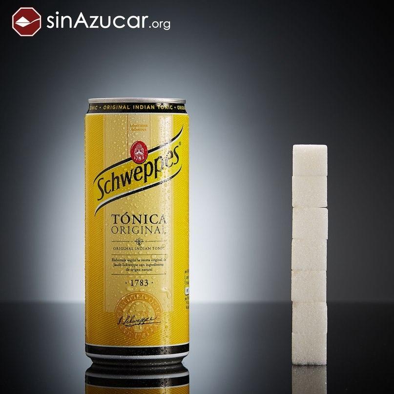 Газированный напиток Schweppes Tonic.