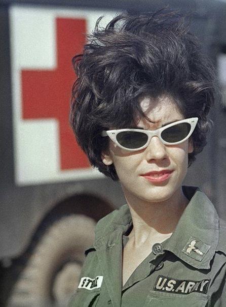 "Медсестра армии США лейтенант Роберта ""Берти"". Война во Вьетнаме."