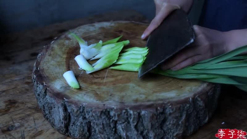 Laba congee, the heavy fragrance will stick to the chopsticks(一碗腊八粥,黏得住筷子的浓香,暖心又暖胃)