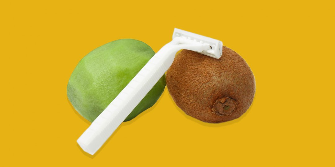 Волосы можно удалить с половых органов с помощью острой бритвы.
