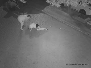 Узбек избил девушку чтобы износиловать.