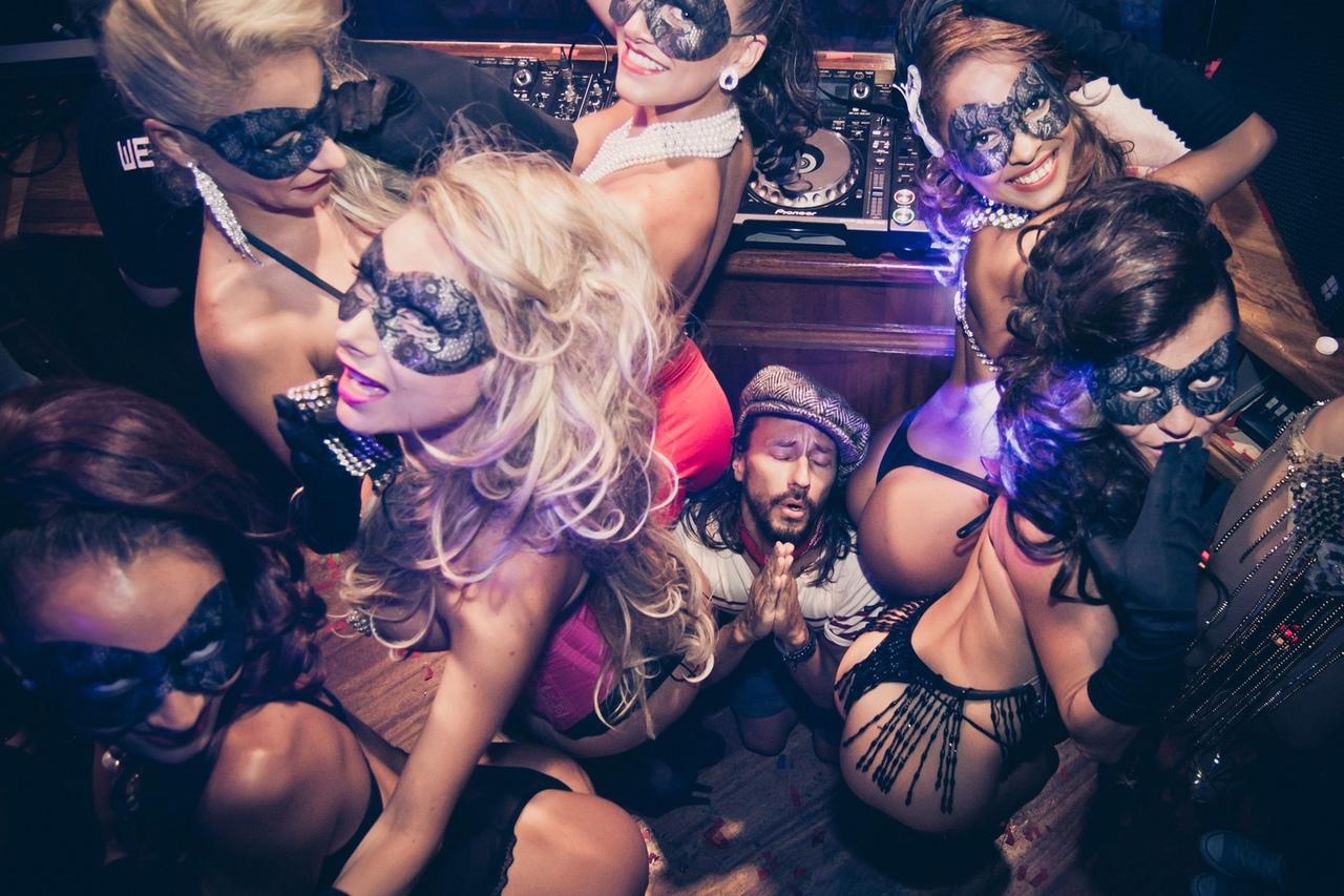 Скрытые вечеринки фото моделей